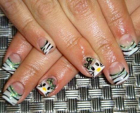 decorar uñas hello kitty cebra