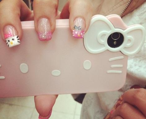 decorar uñas hello kitty telefono