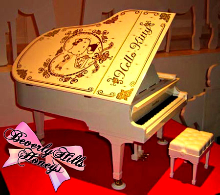fotos hello kitty originales piano