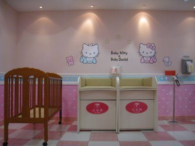 aeropuerto hello kitty enfermeria
