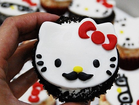 cupcakes hello kitty bigote  - Cupcakes de Hello Kitty