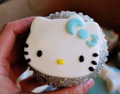 cupcakes hello kitty purpurina  - Cupcakes de Hello Kitty