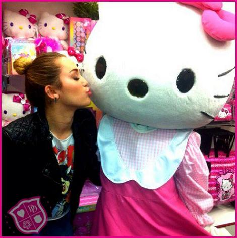 Hello Kitty con Hanna Montana