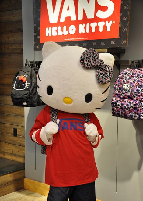 Hello Kitty Vans  - Hello Kitty: 8 fotos