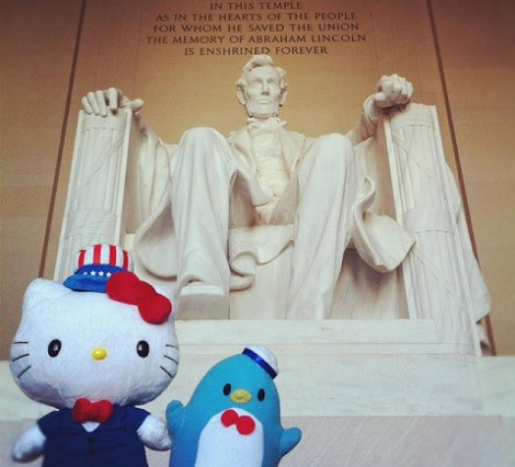 hello kitty washington linoln memorial
